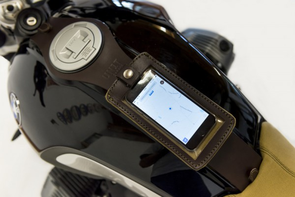 """UNITGARAGE - """"Tank Phone Case"""" for BMW - brown"""